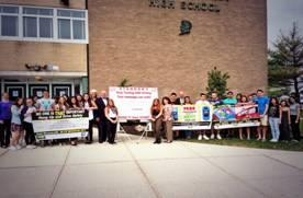 Assemblyman McDonough joins students from JFK High School to raise awareness about the dangers of texting and driving.