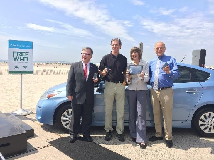 Assemblyman Dave McDonough (R,C,I-Merrick) joined with New York State Parks Commissioner, Rose Harvey, in announcing the availability of free public wireless internet at Jones Beach State Park in Wantagh