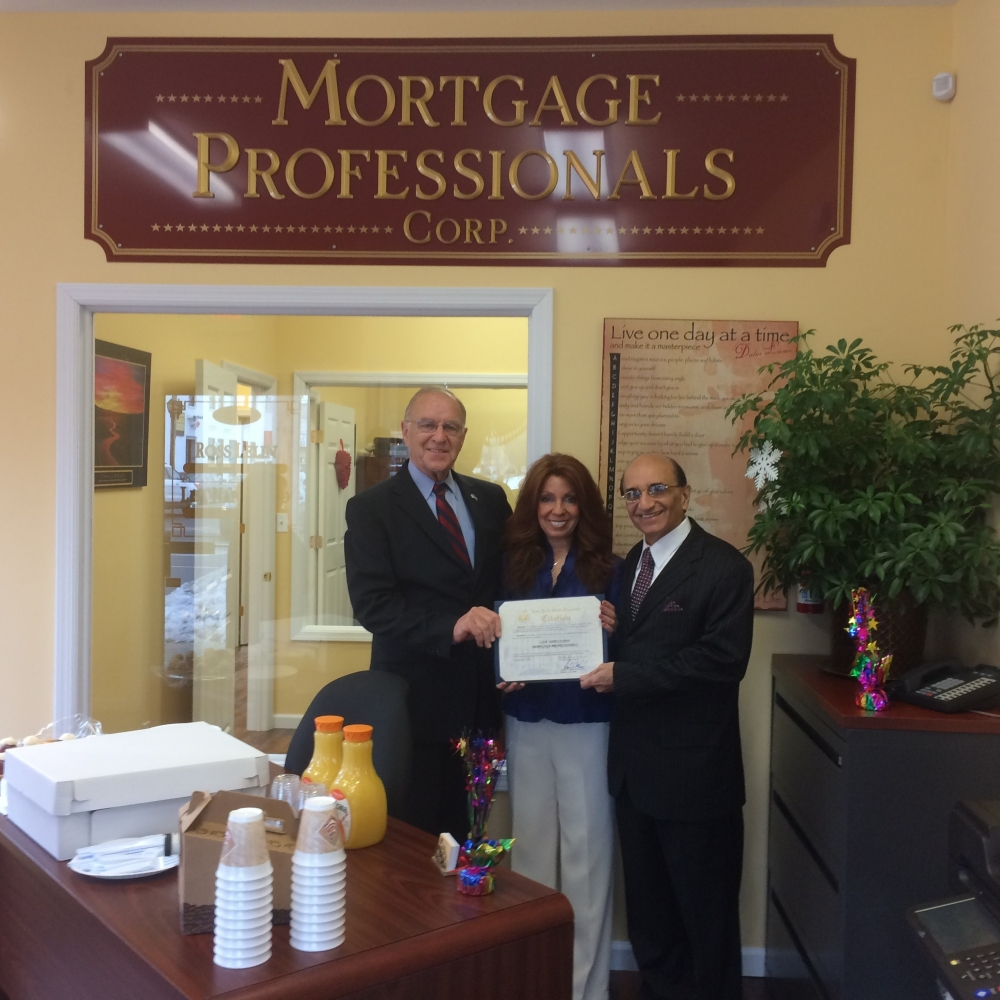 I presented a New York State Assembly Citation to Lisa Napolitano and Ross Lelin on the occasion of their Grand Opening of Mortgage Professionals in Merrick.  I wish Lisa and Ross the best of luck on their new endeavor.