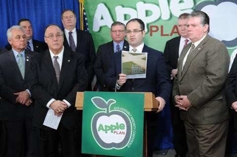 Assemblyman Ed Ra (at podium), discussing the Assembly Minority Conference�s APPLE Plan to reform the Common Core standards.