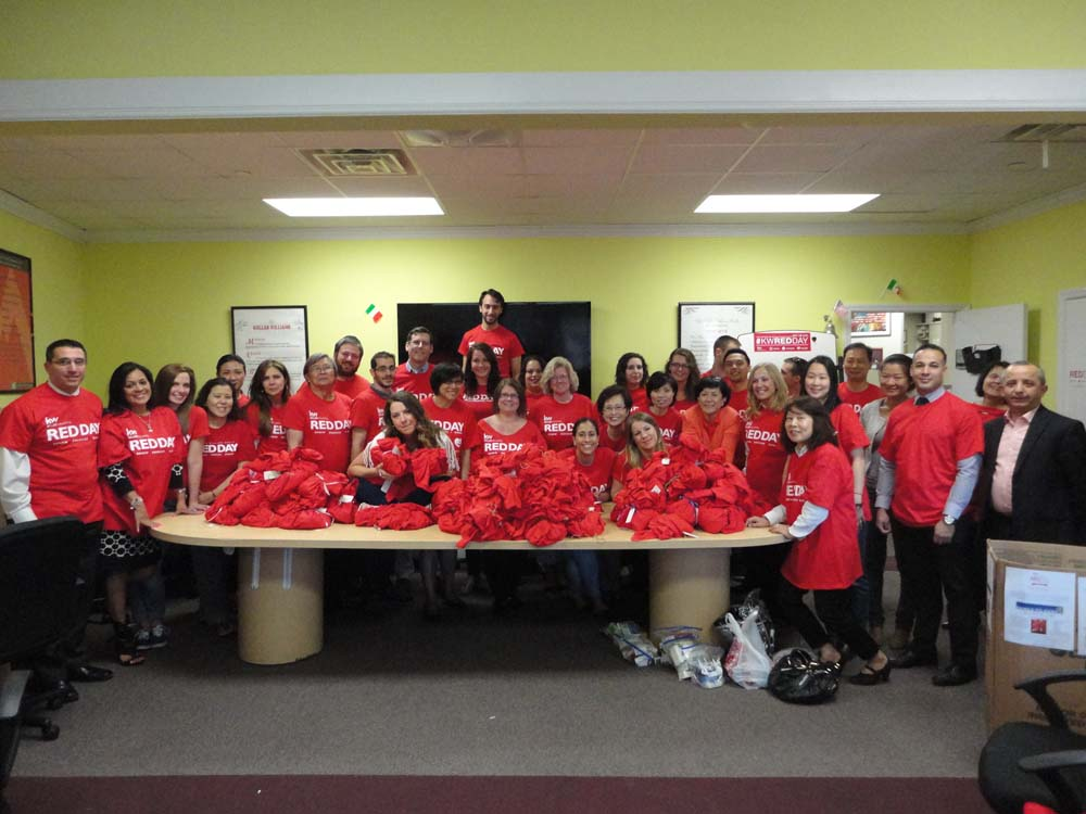 On May 14, 2015, Assemblyman Braunstein joined Keller Williams Realty Landmark in Bayside for their annual Renew, Energize, and Donate (RED) Day to help the homeless throughout Queens.