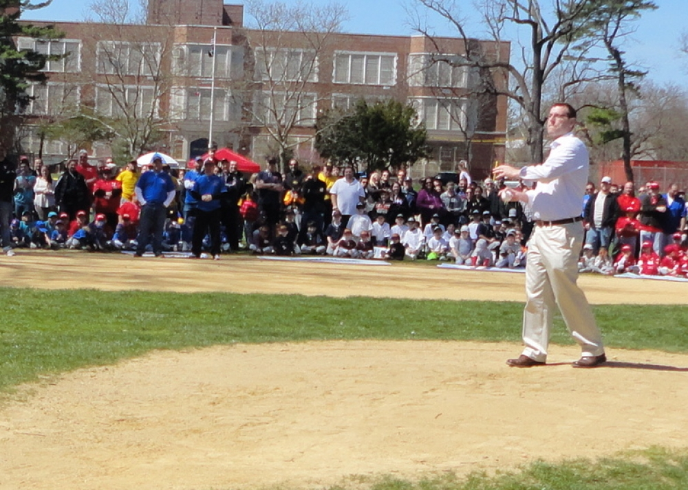 On April 16, 2016, Assemblyman Braunstein threw out the first pitch during Bayside Little League�s Opening Day ceremonies.