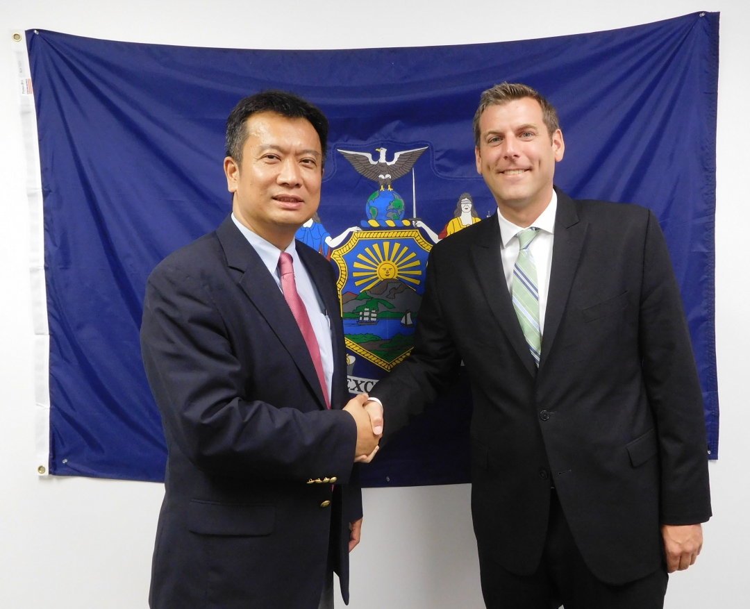 On August 14, 2018, Assemblyman Braunstein met with Political Director Ronnie Lu from the Taipei Economic and Cultural Office in New York.