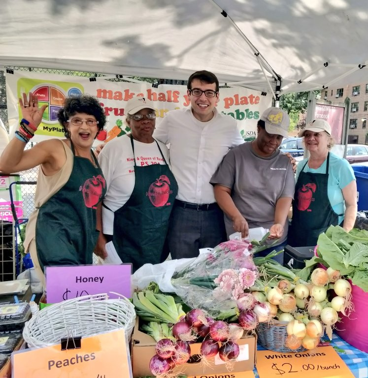 Assemblymember Daniel Rosenthal stopped by to support our local farmer's market run by the volunteers at Pomonok Senior Center and Queens Community House!