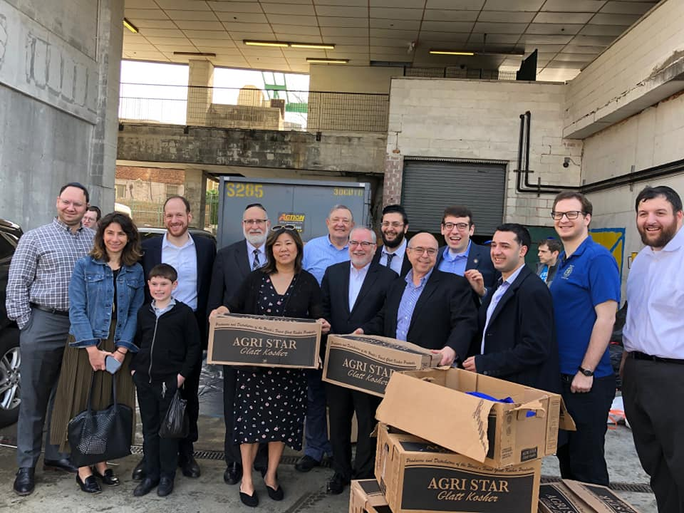 Assemblymember Rosenthal joins Congresswoman Grace Meng, Queens Borough President Melinda Katz and members of Tomchei Shabbos to collect food donations for neighbors facing food insecurity this Passov