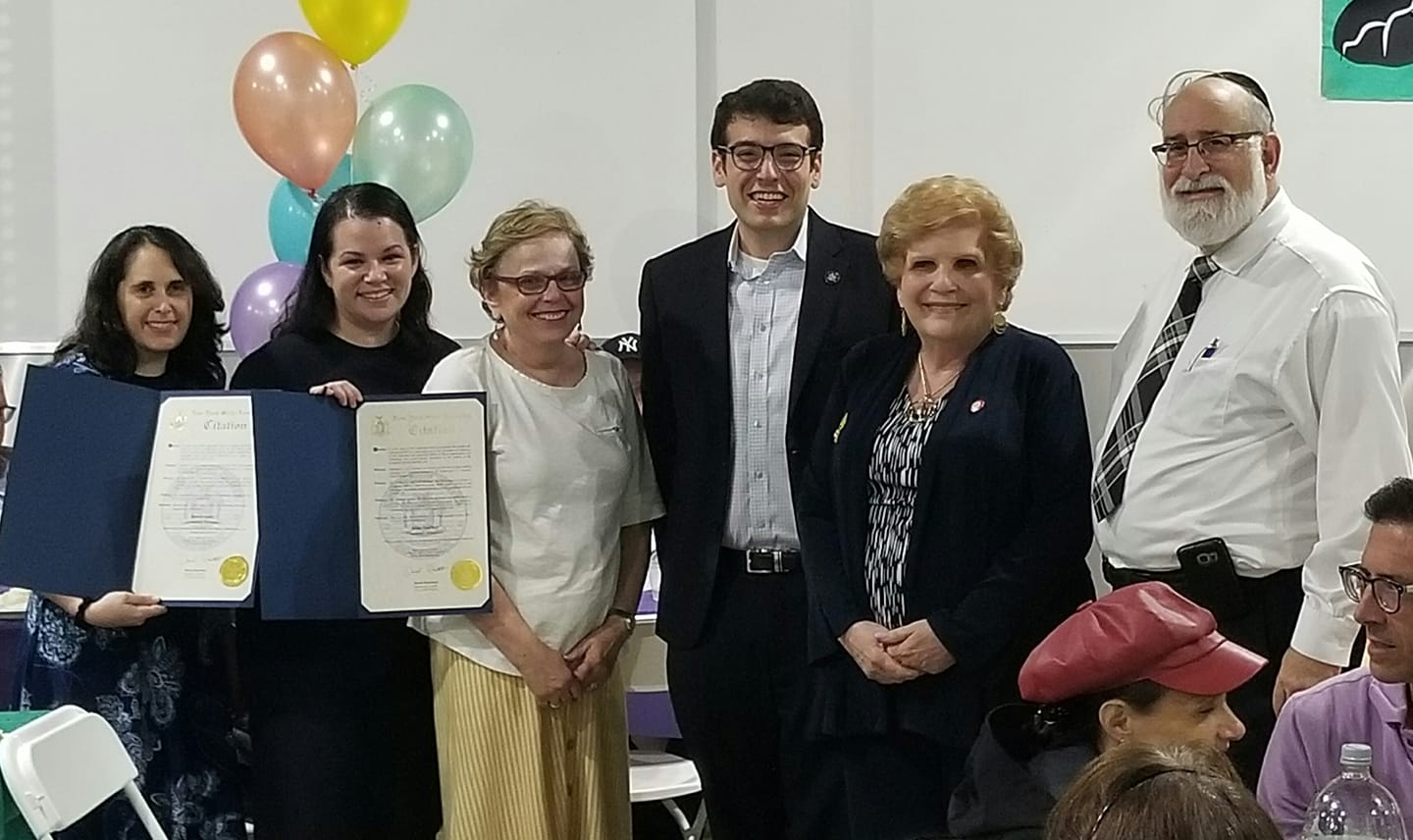 Assemblymember Rosenthal and Council member Karen Koslowitz commend the volunteers of Tomchei Shabbos for their dedicated work in Queens.