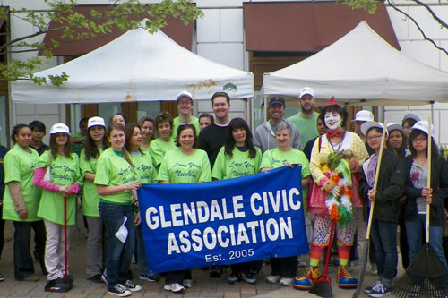 "Assemblyman Hevesi joins the Glendale Civic Association for a ""Love Your Neighborhood"" cleanup day."