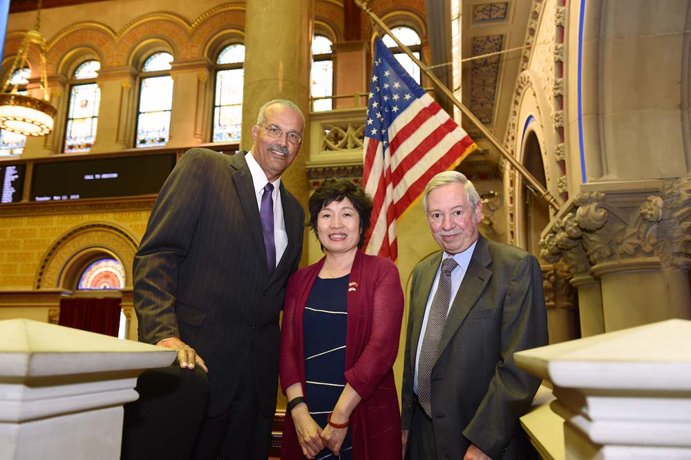 Assemblyman Aubry in chamber with Consulate General of the People�s Republic of China, Zhang Qiyue and Assemblyman Peter J. Abbate