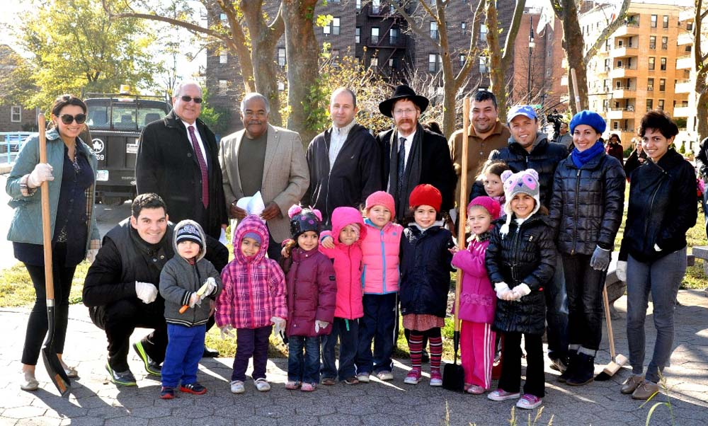 Assemblyman Steven Cymbrowitz with Brooklyn Parks Commissioner Kevin Jeffrey (standing, third from left), and student volunteers from the Mazel Day School. The students were displaced from their class