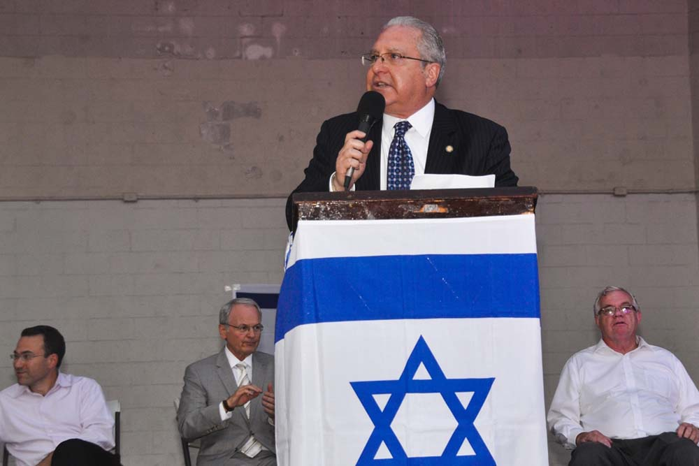 Assemblyman Steven Cymbrowitz takes to the podium to address the crowd during his Brooklyn Unites for Israel rally at Asser Levy Seaside Park.