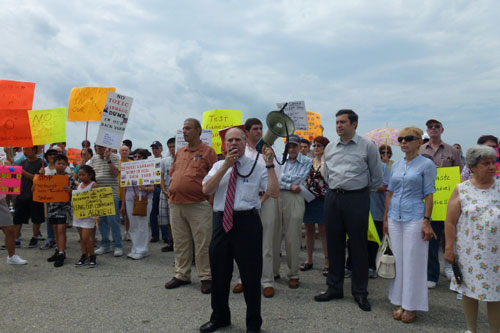 On August 12th Assemblyman Colton rallied with neighborhood residents and community organizations to protest the proposed garbage station at Shore Parkway & Bay 41 Street.