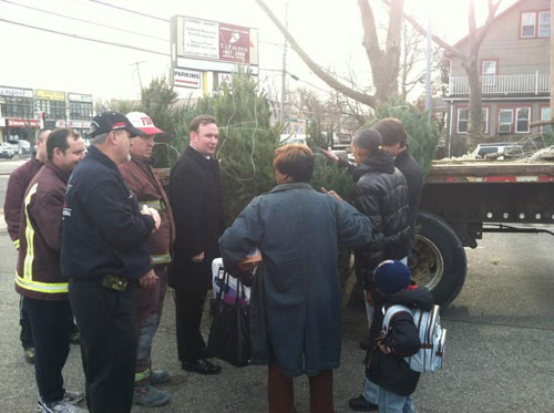 Assemblyman Cusick at the Governor's Tree Distribution for Staten Island affected by Sandy.