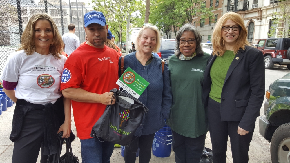 Assemblymember Linda B. Rosenthal joins Melissa Elstein (far left), founding member of the West 80s Neighborhood Association, Goddard Riverside Green Keepers Elizabeth Ewell (far right) and community