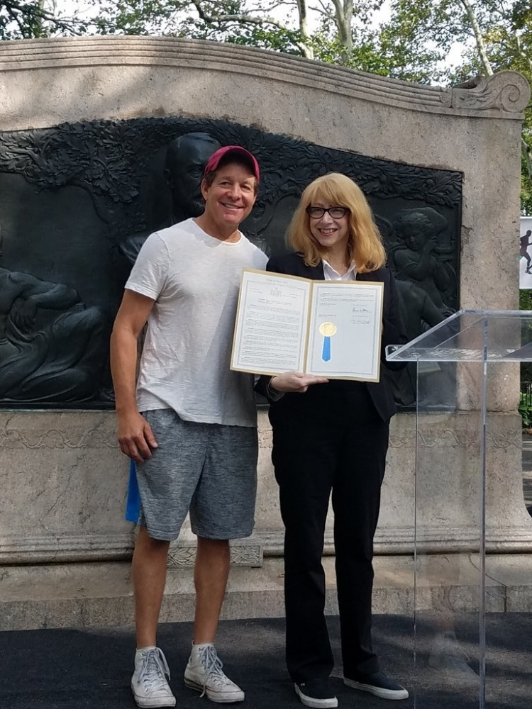 Assemblymember Linda B. Rosenthal presents a proclamation to actor Steve Guttenberg for his advocacy work at the seventh annual New York Walk to Fight Lymphedema.