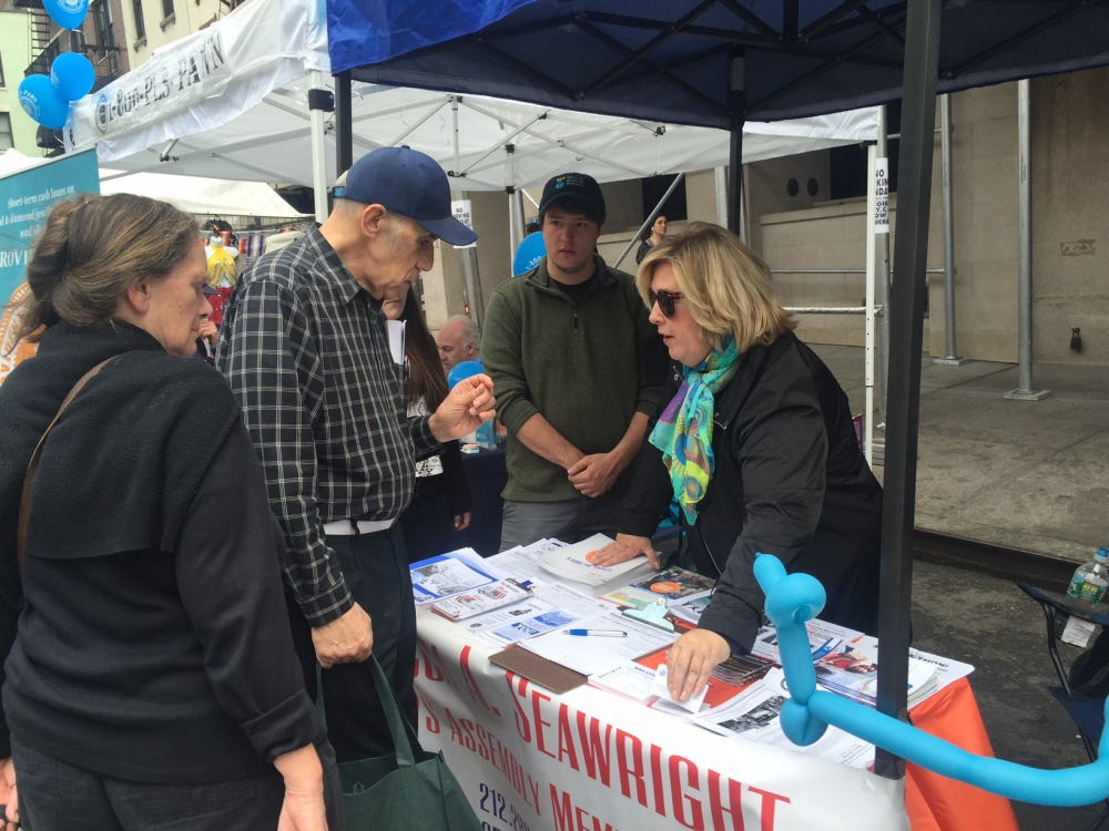 Assembly Member Seawright and volunteers meet constituents at the Third Avenue fair.
