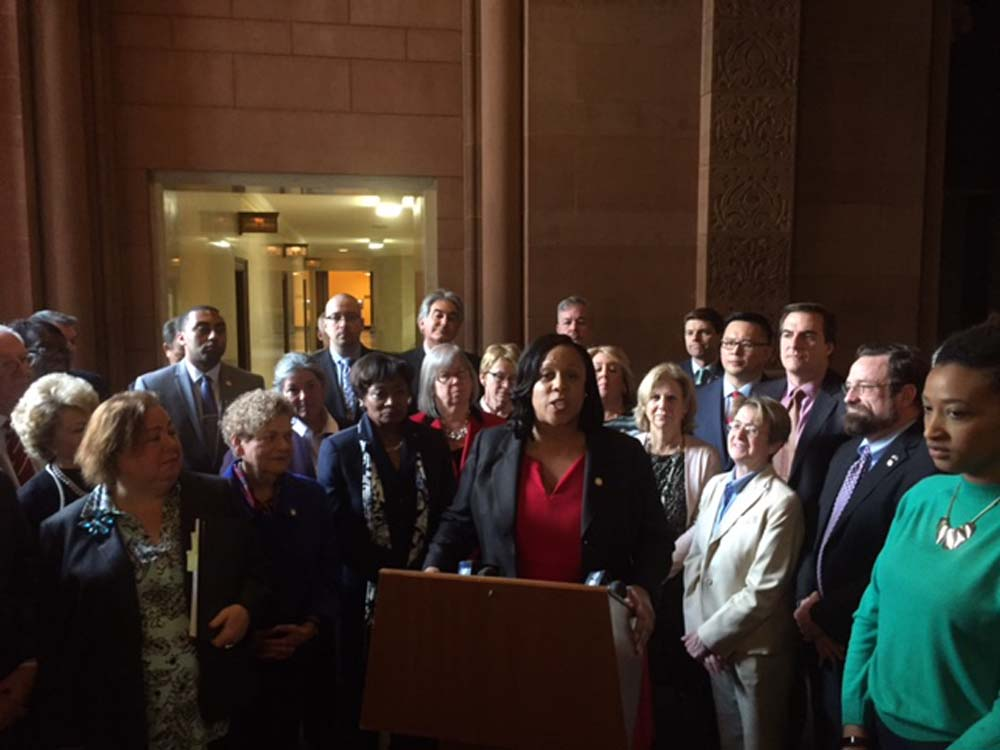 March 2, 2017 – On Thursday, March 2, 2017, Seawright joined her colleagues and community groups to rally in the Capitol to support the Albany Can End Homelessness in New York State campaign. The campaign calls for progressive tax policies that would, if adopted, raise roughly $6 billion in revenue, which could address homelessness long-term and prepare for any federal budget cuts according to Vocal New York, an organization that aims to promote justice and empower those affected by HIV/AIDS, drug use, and mass incarceration.<br />