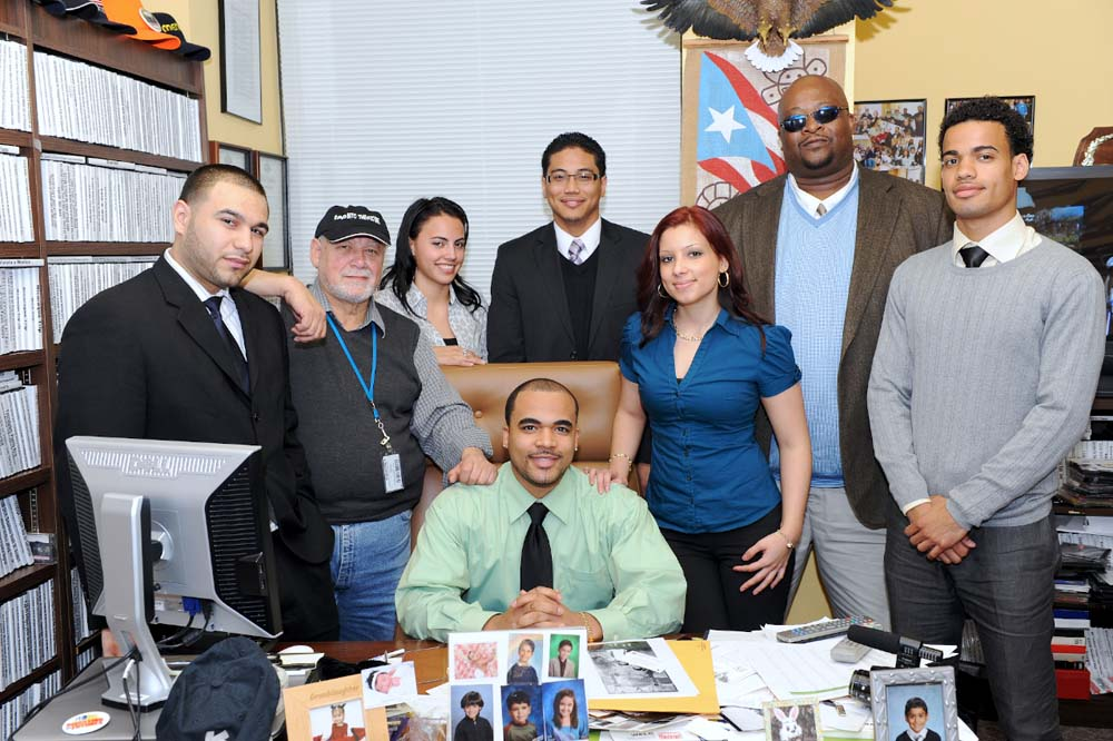 Photo of Assemblyman Rivera with local College students from his district.<br />