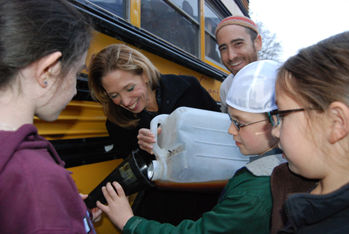 Assemblywoman Paulin fills up the Jewish Climate Change campaign bus with veggie oil.