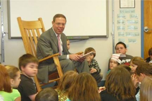 Assemblyman Will Barclay (R,C,I—Pulaski) recently read to Mrs. Kelley's and Mrs. Ruffos' second grade classes at Parish Elementary School.