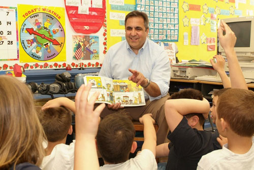 Assemblyman Giglio reads to group of students.